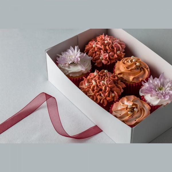 Cupcake Set with Fresh Flowers