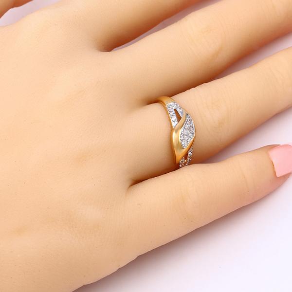 Elegant Teardrop Ring